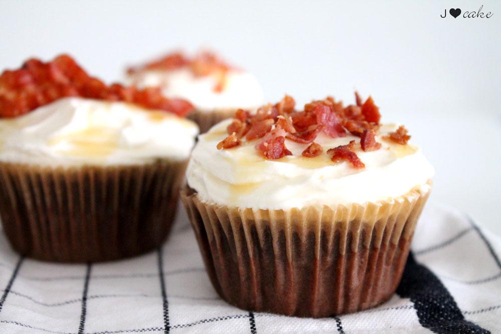 001_Bacon-Cupcake